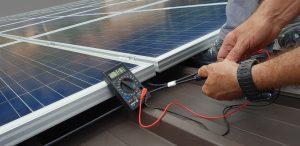 técnico panel solar